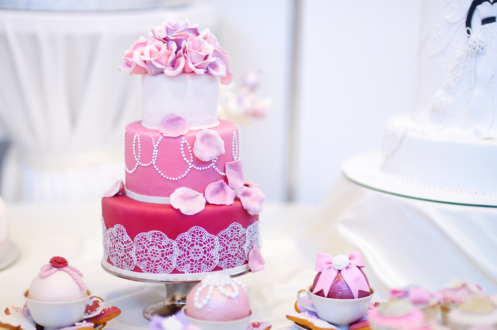 Preferable gifts are turning to attractive cakes on all occasions